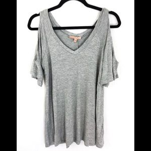 ❤️ 3/20 Gibson Latimer Gray cold shoulder tee